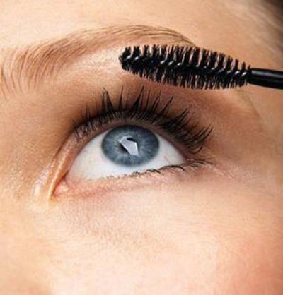 1) Maquillage yeux bleus : quelles couleurs choisir ?
