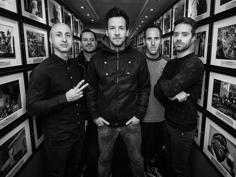 Nouvelle photo du groupe en noir et blanc