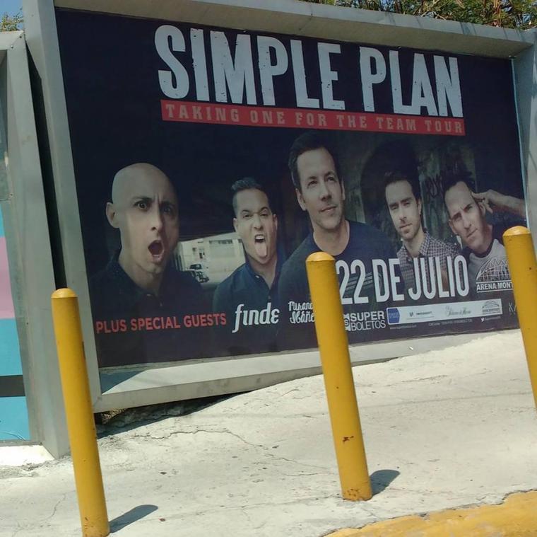Panneau d'affichage promouvant la tournée mexicaine d'SP