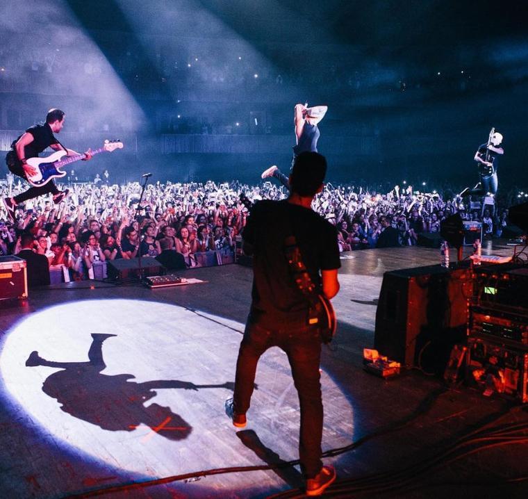 Photo de Chady en concert avec Simple Plan