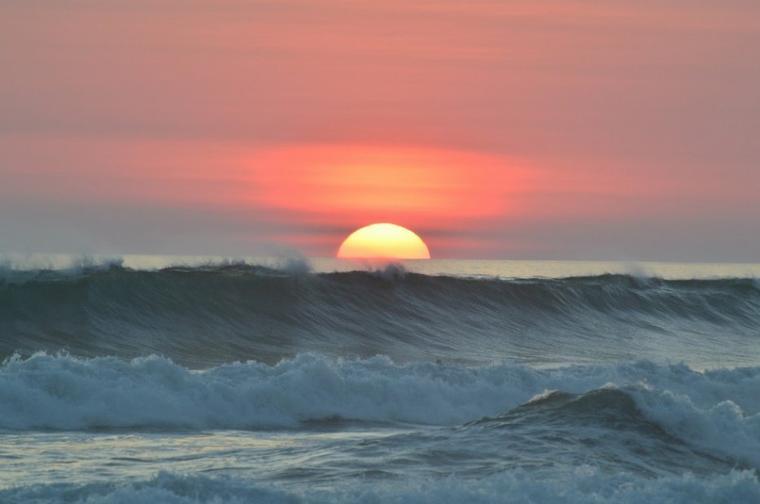 Magnifique couché de soleil sur l'océan