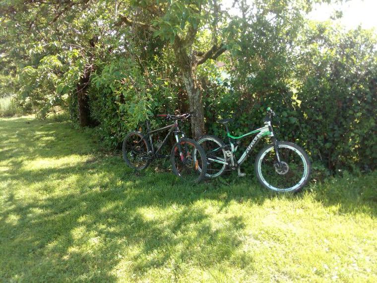 Voici les deux vélos que je possède