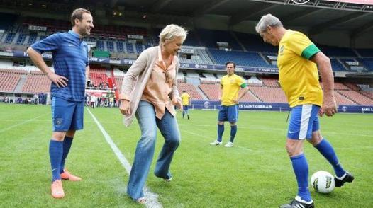 """ANNIVERSAIRE MURIEL ROBIN  + NEWS : Muriel Robin tourne """"Le Clan des Lanzac"""" à Bordeaux, pour France 3."""