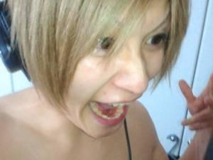 Images de Miku , Shou , Shin , the GazettE et la guitare d'Hiroto.
