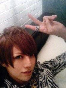 Images de Shou, Takeru, Shin , Hiroto, Alice Nine et les mains des membres d'An Cafe.