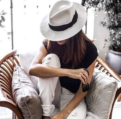 « Le silence est le seul ami qui ne trahit jamais. »