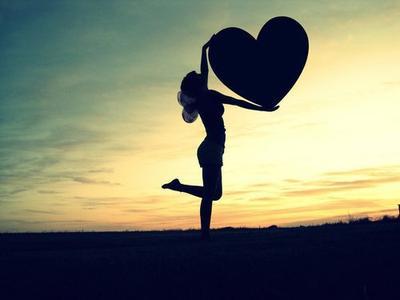 « J'aimerai bien tomber amoureux. Je parle du vrai amour, et non du coup de foudre passager. Je sais très bien que je ne peux pas faire grand chose pour que ça arrive, mais je peux au moins me contenter d'espérer que ça me tombe dessus. » Robert Pattinson