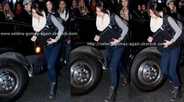 Selena quitte son Hôtel à New York.