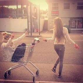 """""""Il y a dans la vie des carrefours où les meilleures amies se séparent"""" - Alphonse Karr"""