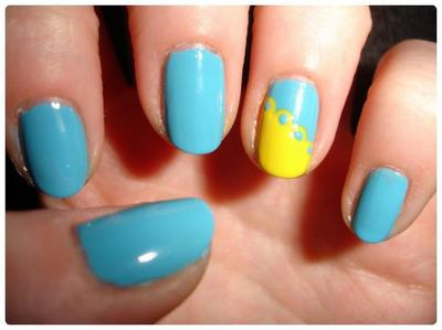 Nail art : YellowBlue