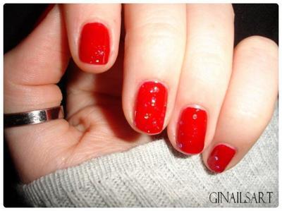 Nail art : De rouge et de paillette