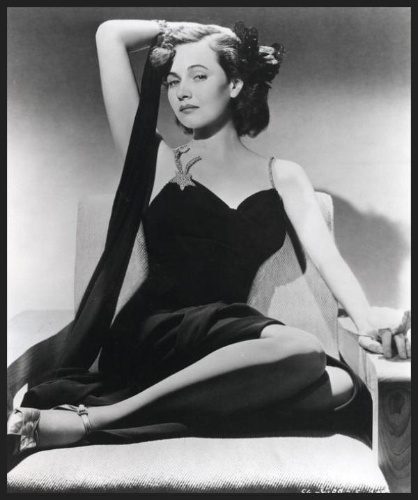 Teresa WRIGHT '40 (27 Octobre 1918 - 6 Mars 2005)