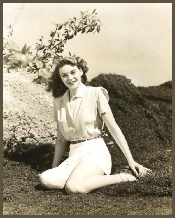 Marguerite CHAPMAN '30-40 (9 Mars 1918 - 31 Août 1999)