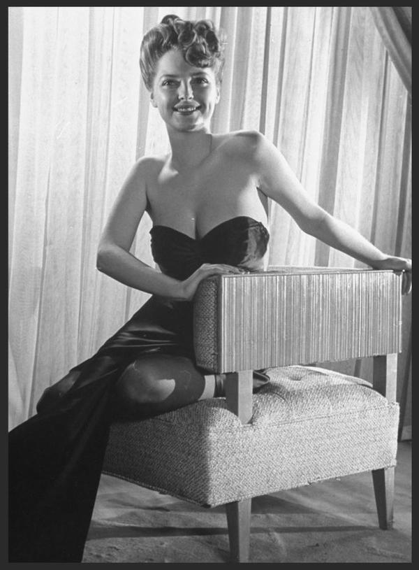 Julie LONDON '40-50-60 (26 Septembre 1926 - 18 Octobre 2000)