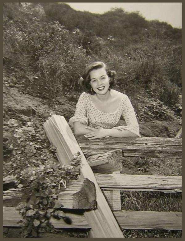Nancy GATES '40-50 (1er Février 1926)