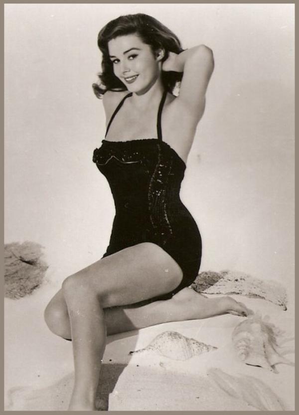Elaine STEWART '50 (31 Mai 1930 - 27 Juin 2011)