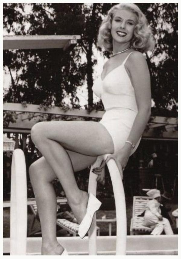 Marie MacDONALD '40 (6 Juillet 1923 - 21 Octobre 1965)