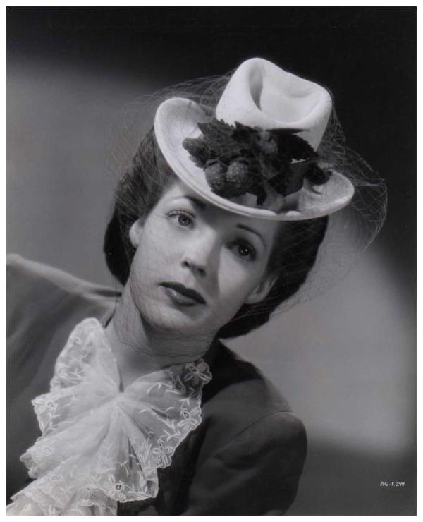 Anne GWYNNE '30-40 (10 Décembre 1918 - 31 Mars 2003)