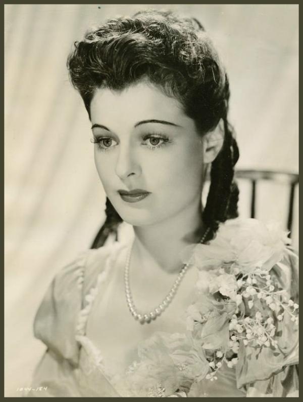 Ruth HUSSEY '40-50 (30 Octobre 1911 - 19 Avril 2005)