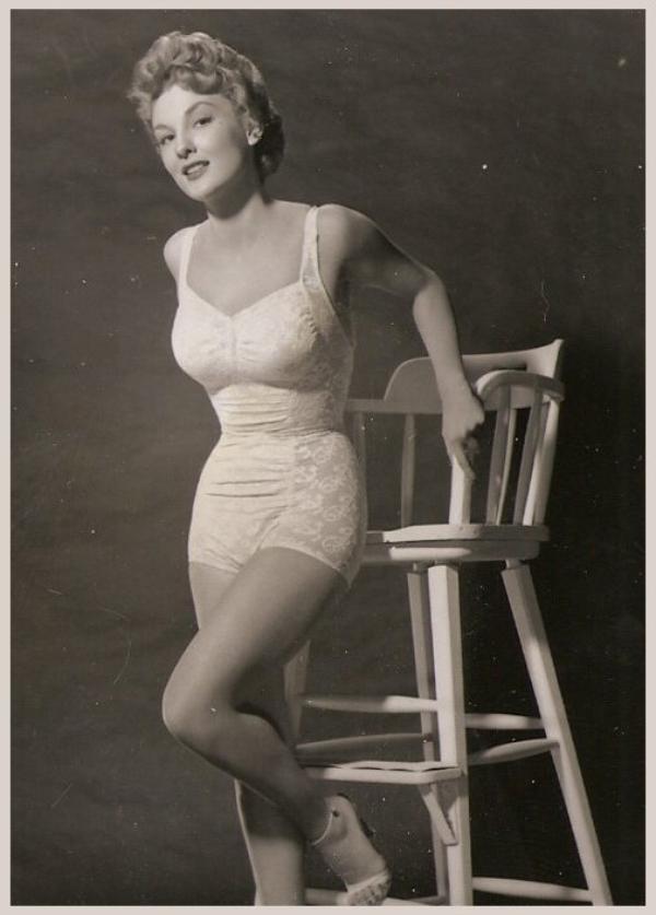 Allison HAYES '50 (6 Mars 1930 - 27 Février 1977)