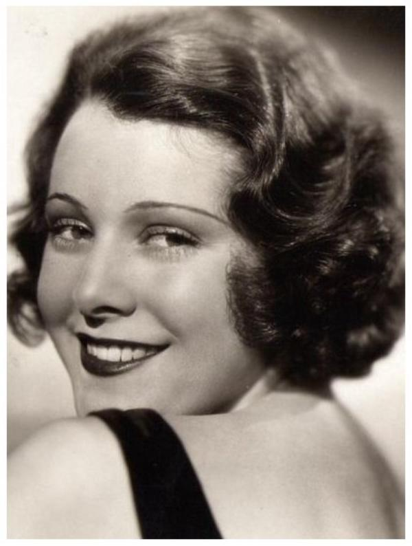 Frances DEE '30 (26 Novembre 1909 - 6 Mars 2004)