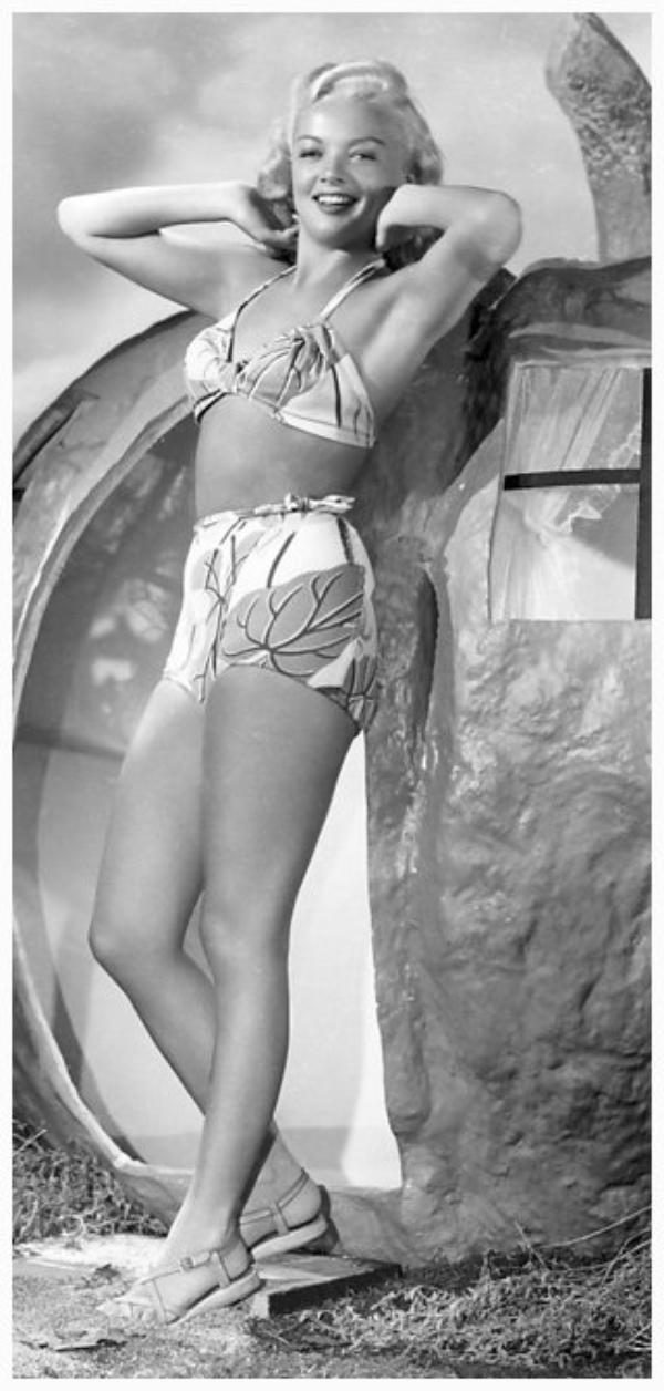 Myrna DELL '40 (5 Mars 1924 - 11 Février 2011)