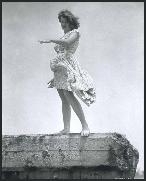 Corinne CALVET '50 (30 Avril 1925 - 23 Juin 2001)