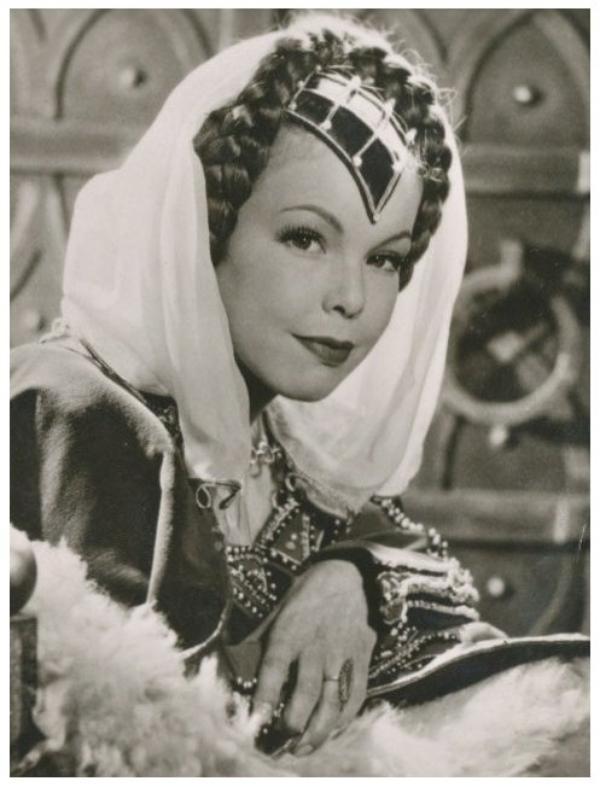 Cécile AUBRY '40-50 (3 Août 1928 - 9 Juillet 2010)