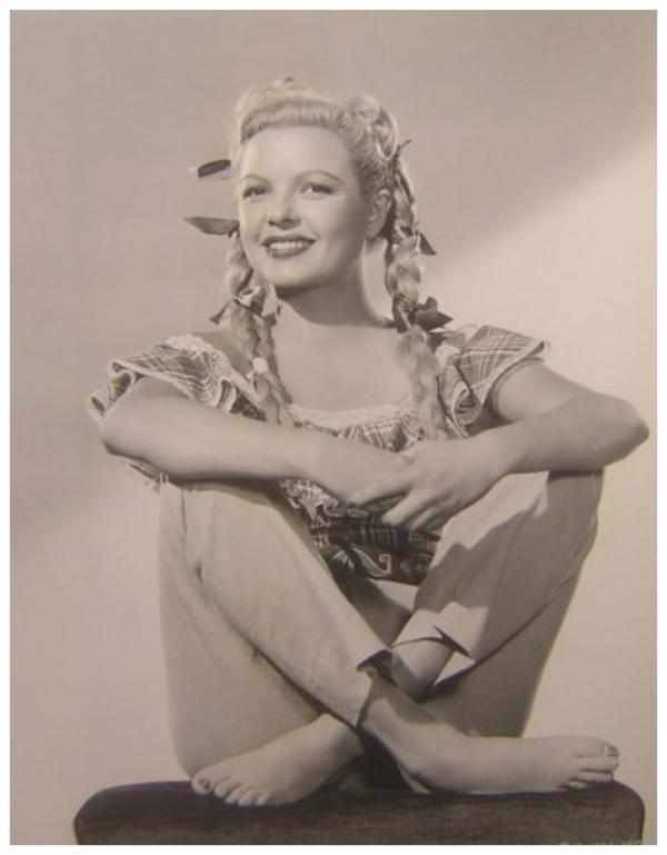 Marjorie REYNOLDS '40 (12 Août 1917 - 1er Février 1997)
