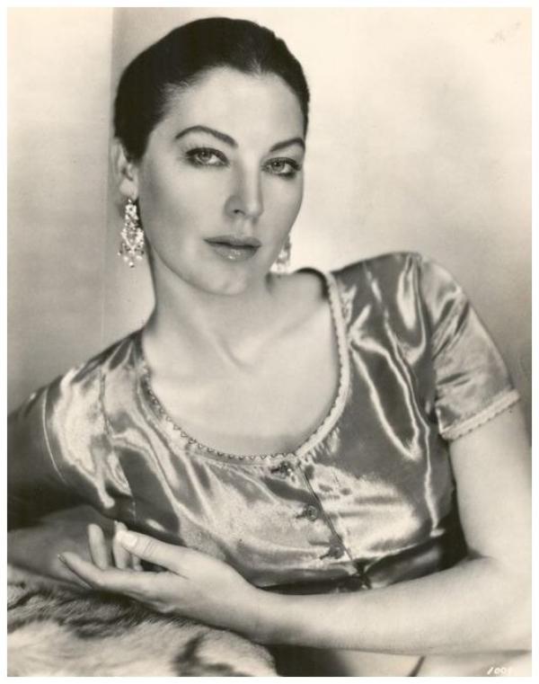 8 NOUVELLES photos d'Ava GARDNER '40-50