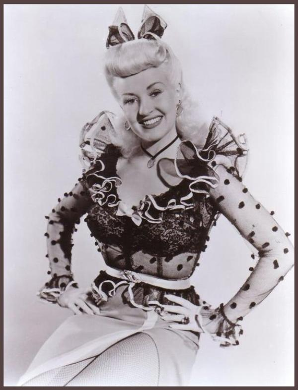 8 NOUVELLES photos de la plus Pin-up des actrices, Betty GRABLE '30-40-50