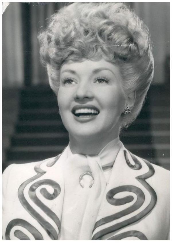 8 NOUVELLES photos de la plus Pin-up des actrices, Betty GRABLE '30-40-50