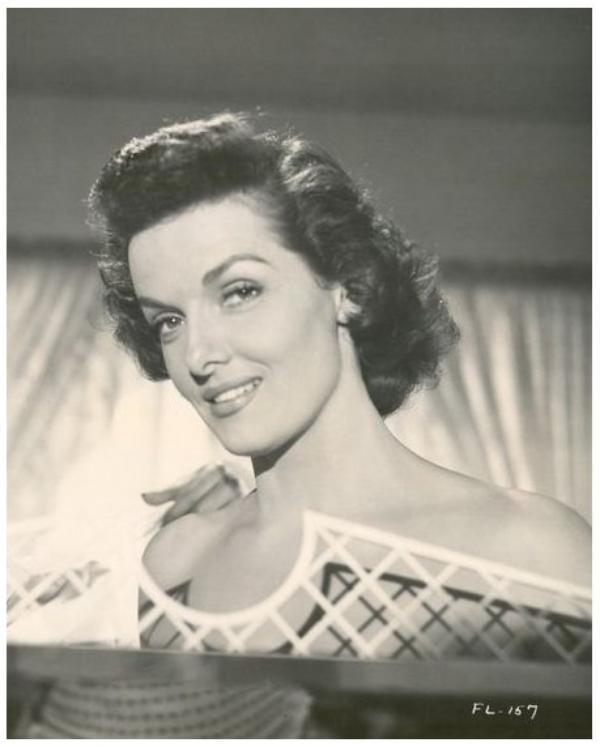 8 NOUVELLES photos de Jane RUSSELL '40-50