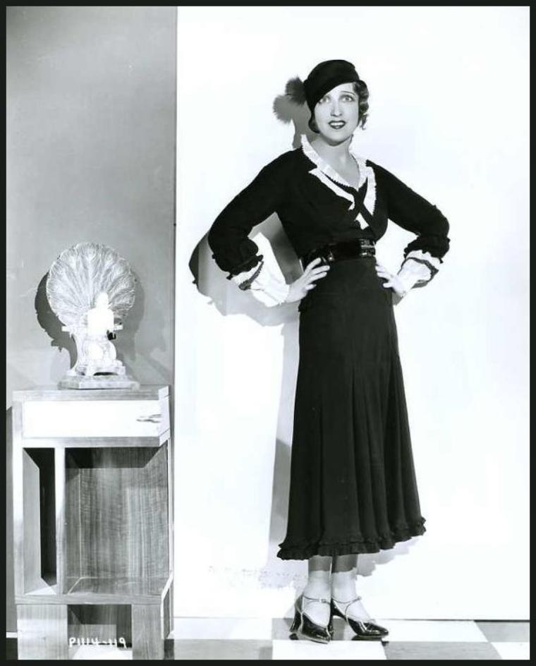 « Etre actrice, c'est la sublimation de la féminité. » Monica BELLUCCI : de haut en bas : Myrna LOY '30 ; Maria MONTEZ '40 ; Mäe WEST '30 ; Norma SHEARER '30 ; Paulette GODDARD '40 ; Sylvia SIDNEY '30 ; Vera MILES '50 ; Jeanette MacDONALD '30