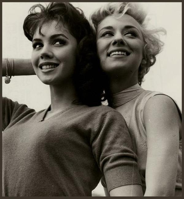 Jocelyn LANE aussi connue sous le pseudo Jackie LANE '50-60 (16 Mai 1937) (1 photo de Jocelyn aux côtés de Carole LESLEY)