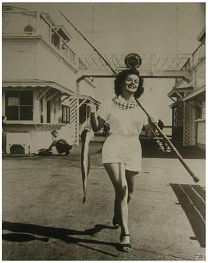 Joyce MacKENZIE '40-50 (13 Octobre 1929) (1 photo de Joyce aux côtés de la jeune Marilyn MONROE)
