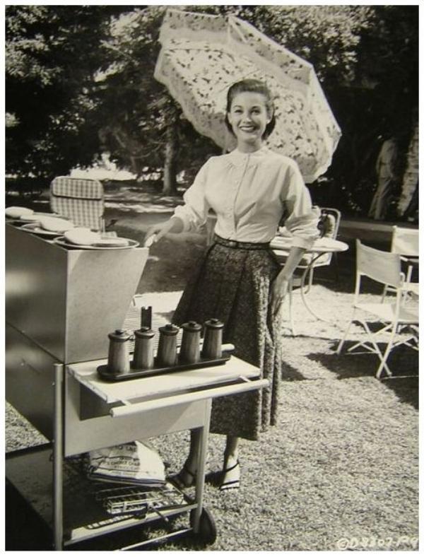 Joan TAYLOR '50 (18 Août 1929)