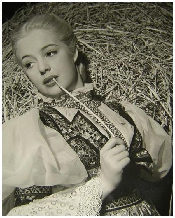 Mary Beth HUGHES '40-50 (13 Novembre 1919 - 27 Août 1995)
