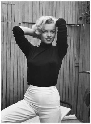 Kikou Lyne et merci encore ! Passes un bon dimanche... Marilyn MONROE '53