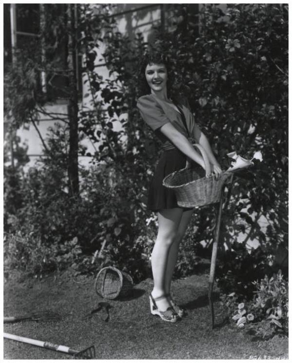 8 NOUVELLES photos de Mary MARTIN '30-40