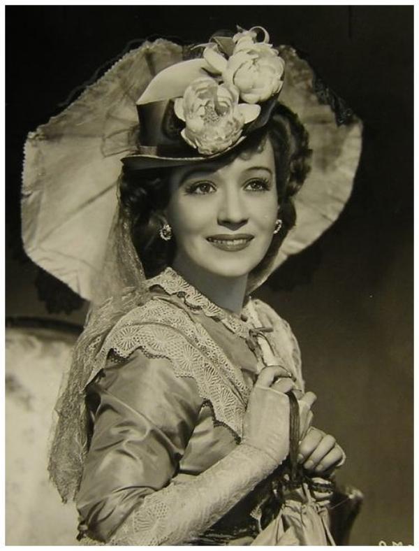 Ona MUNSON '30-40-55 (16 Juin 1903 - 11 Février 1955)
