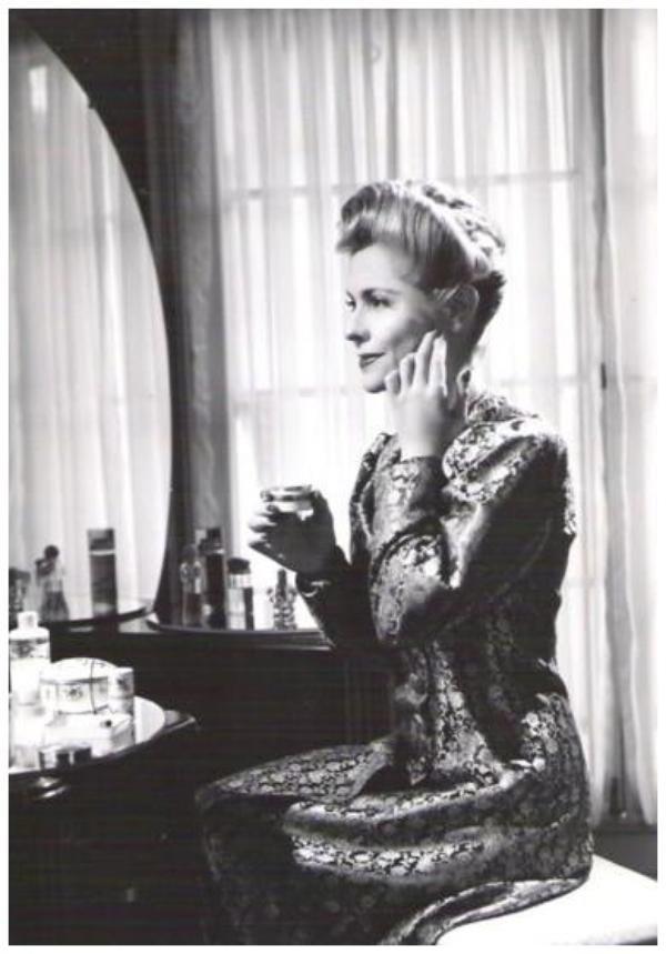 Nan GREY '30-40 (25 Juillet 1918 - 25 Juillet 1993) (1 photo de Nan aux côtés de Deanna DURBIN et Barbara READ)