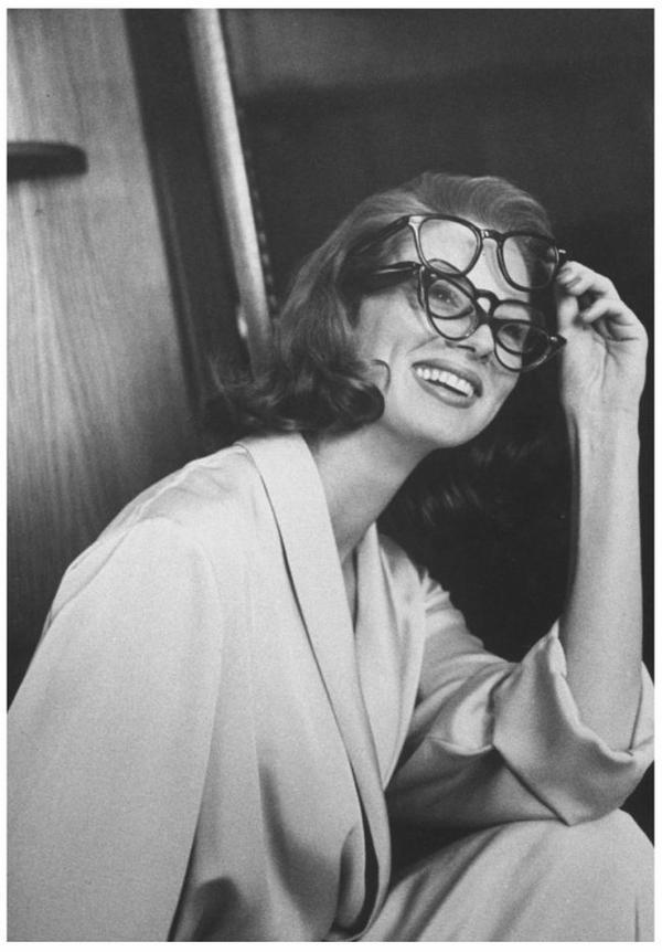 Suzy PARKER '50-60 (28 Octobre 1932 - 3 Mai 2003) (1 photo de Suzy aux côtés de Coco CHANEL)