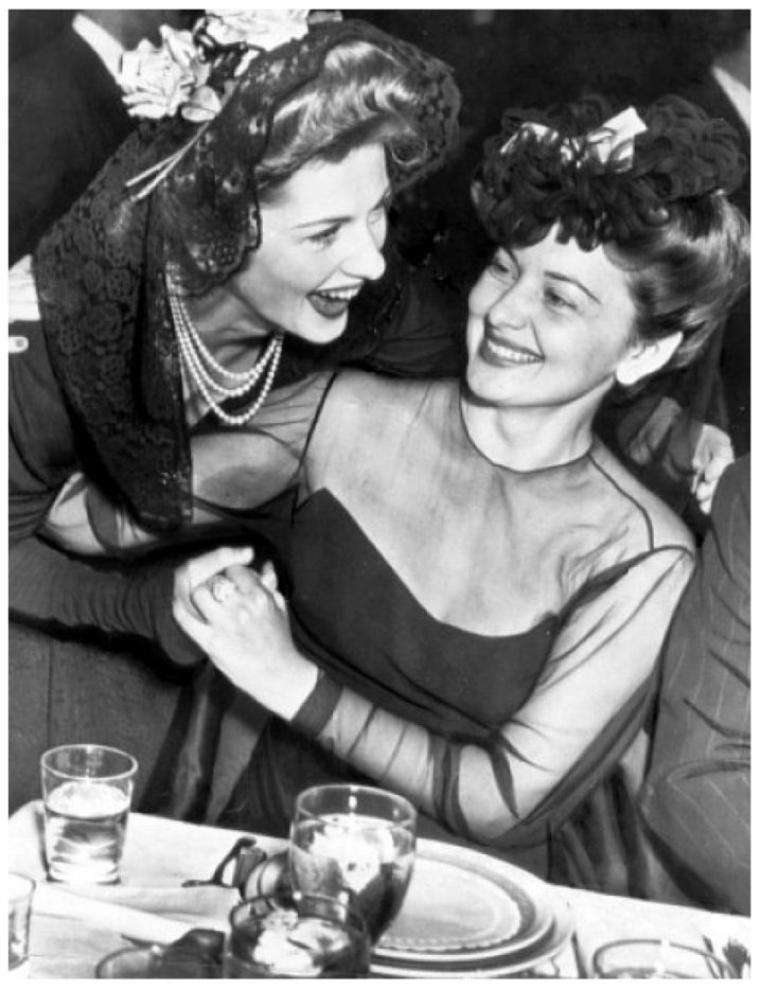 """Joan FONTAINE et Olivia De HAVILLAND '40, deux soeurs """"complices..."""""""