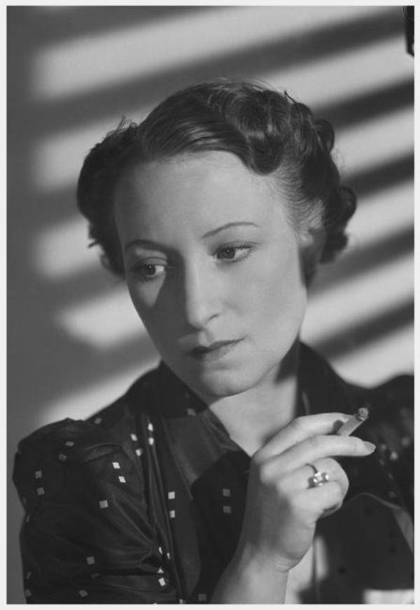 8 GRANDES DAMES du cinéma français dans les années 30-40-50 : de haut en bas : Orane DEMAZIS * Elvire POPESCO * Edwige FEUILLERE * Ginette LECLERC * Paulette DUBOST * Gaby MORLAY * Micheline PRESLE * Blanchette BRUNOY