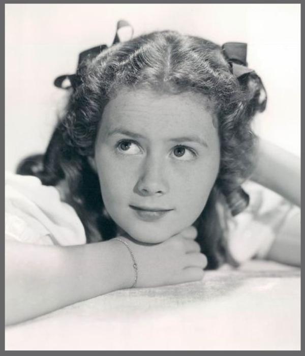 """Hi ! après 2 mois d'absence, me voilà de retour, avec une """"nouvelle tête"""" dans ce blog, la jeune actrice Ann GILLIS '30-40 (12 Février 1927)"""