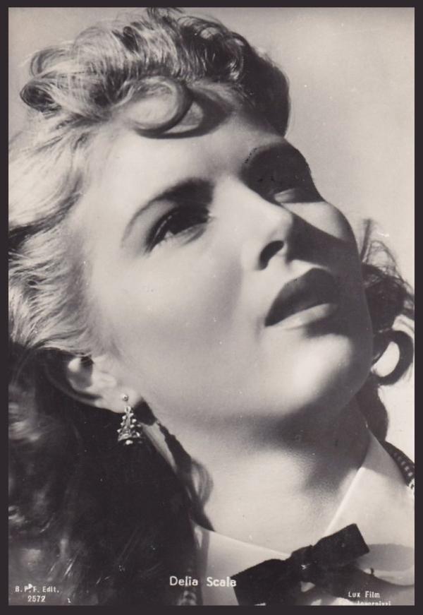 Délia SCALA '50-60 (25 Septembre 1929 - 15 Janvier 2004) (1 photo de Délia aux côtés de Gina LOLLOBRIGIDA)