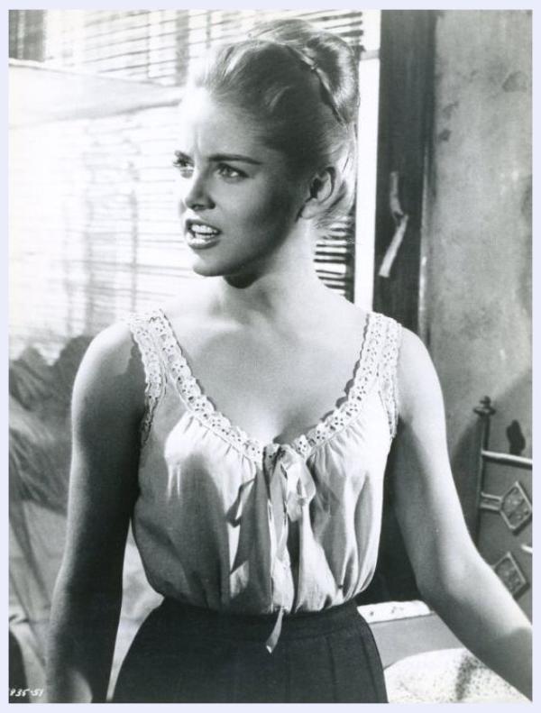 Sue LYON '60 (10 Juillet 1946) (1 photo de Sue aux côtés d'Anne BANCROFT)