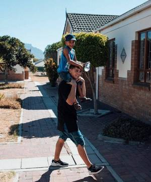 Martin Garrix vient en aide à SOS Children's Village pour aider les enfants à trouver une famille