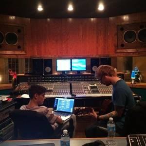"Martin Garrix annonce que son single ""Rewind Repeat It"" avec Ed Sheeran ne sortira malheureusement pas"